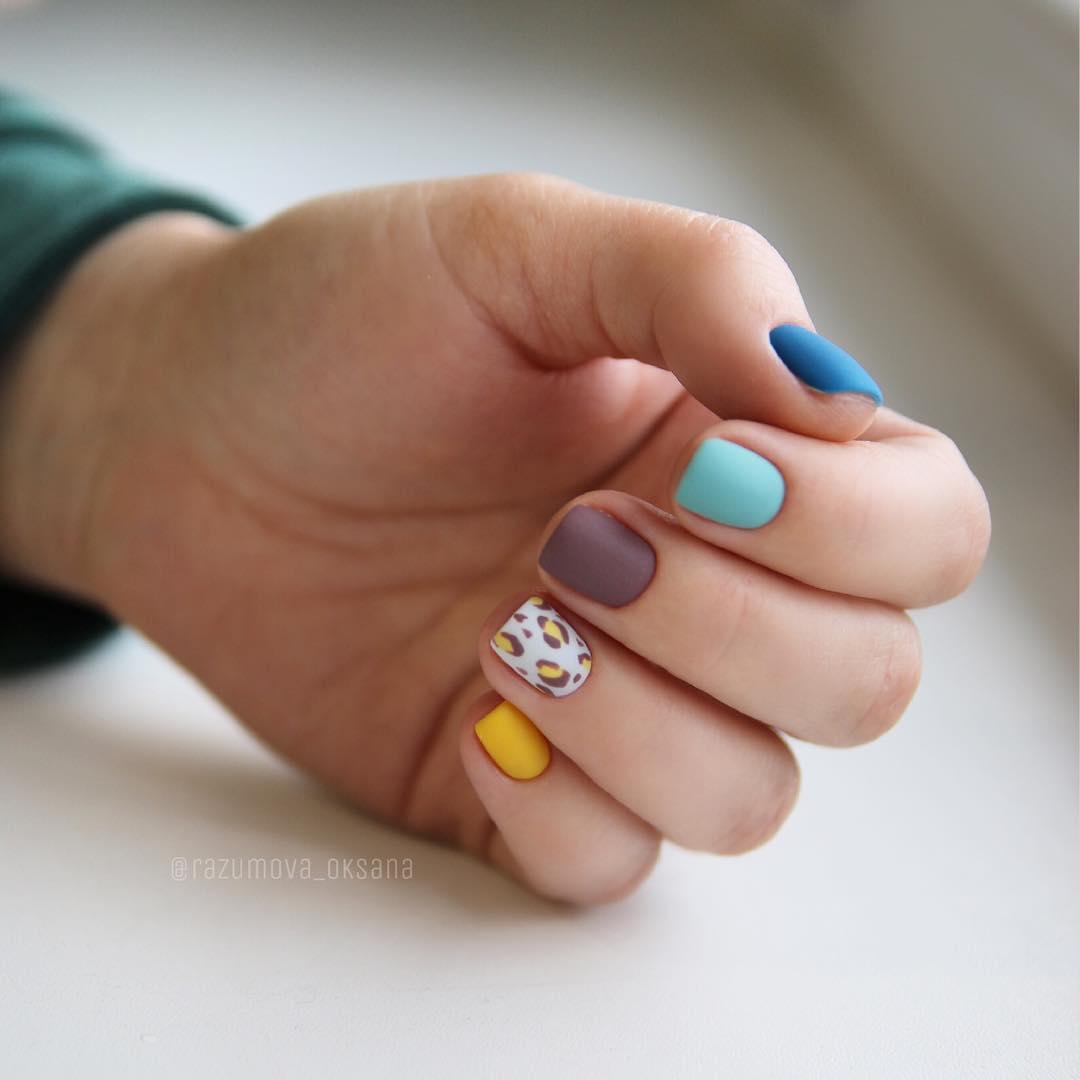 рисунки на коротких ногтях фото_38