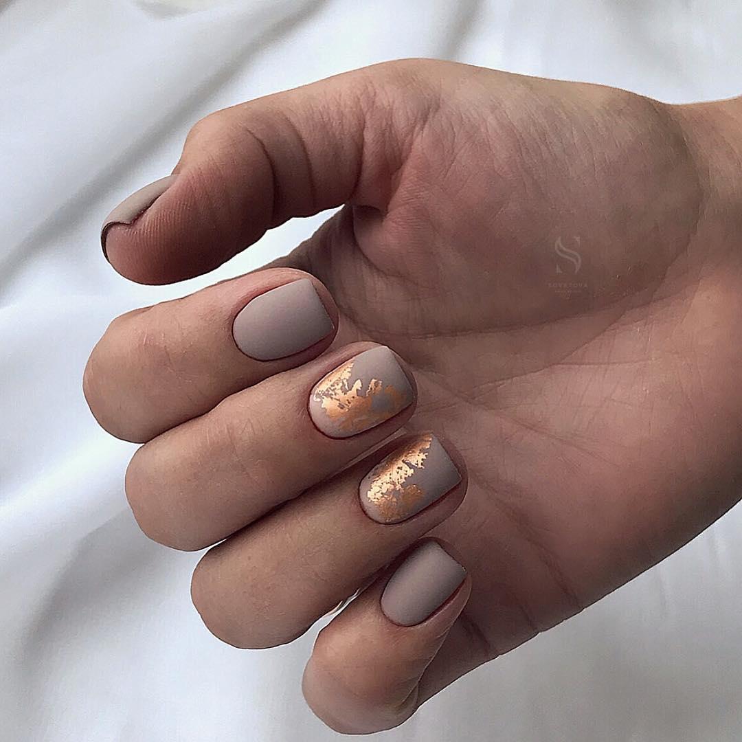 светлый маникюр на коротких ногтях фото_33
