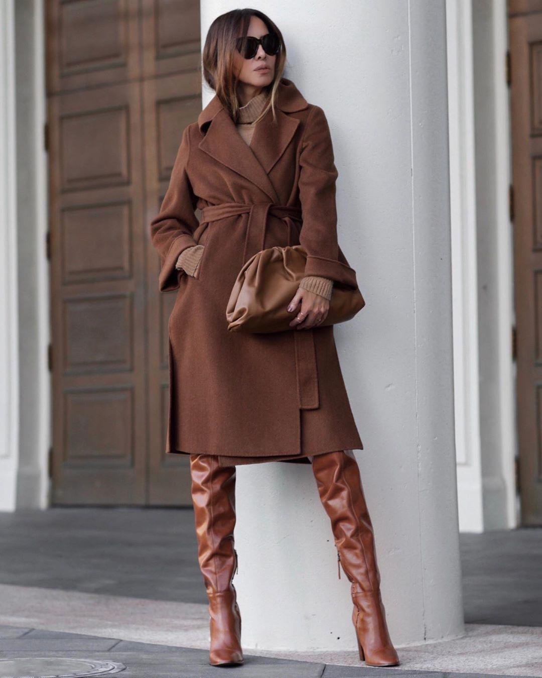 Коричневое пальто фото 4