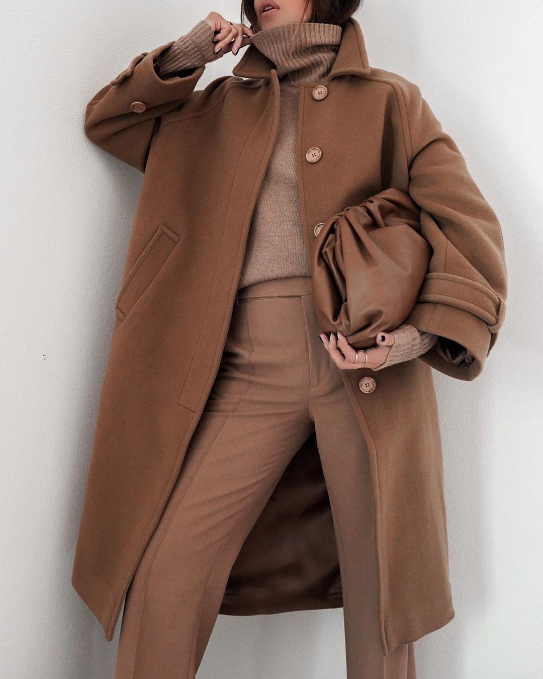Коричневое пальто фото 5