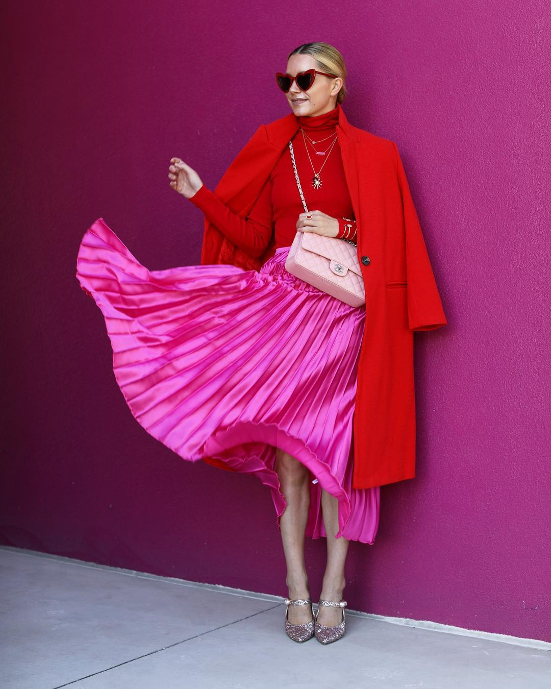 как носить красный цвет дамам 40+ зимой 2019 фото 3