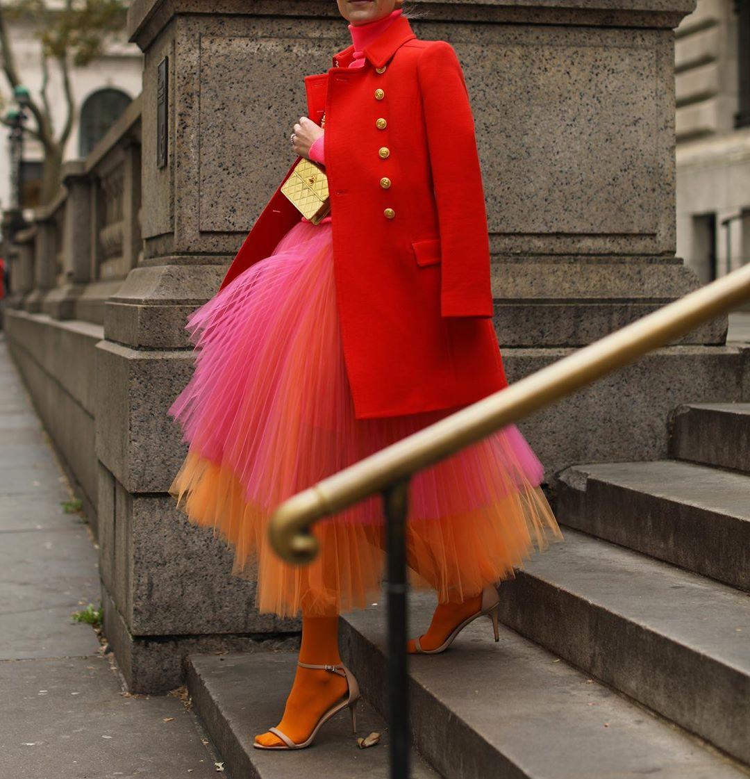 как носить красный цвет дамам 40+ зимой 2019 фото 7