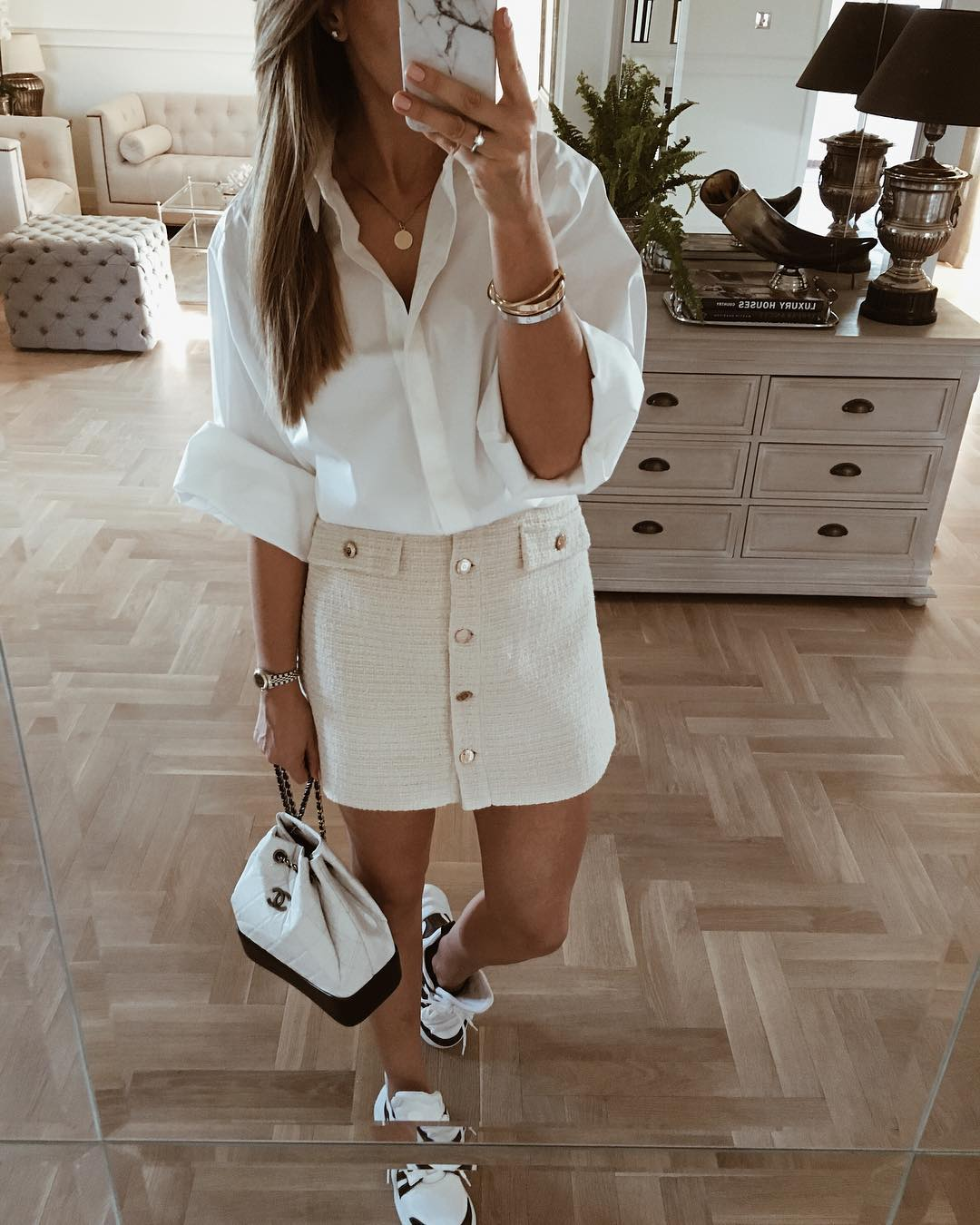 Как стильно носить белую рубашку в 2019-2020 годах фото 6