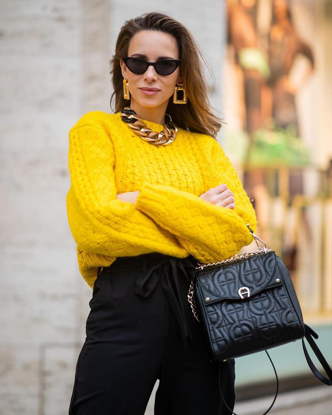C чем носить яркие джемпер, свитер и кофты 2019-2020: 8 безупречных комбинаций на все случаи