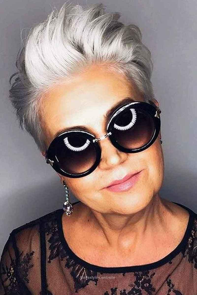 Прически для женщин старше 50 фото 2