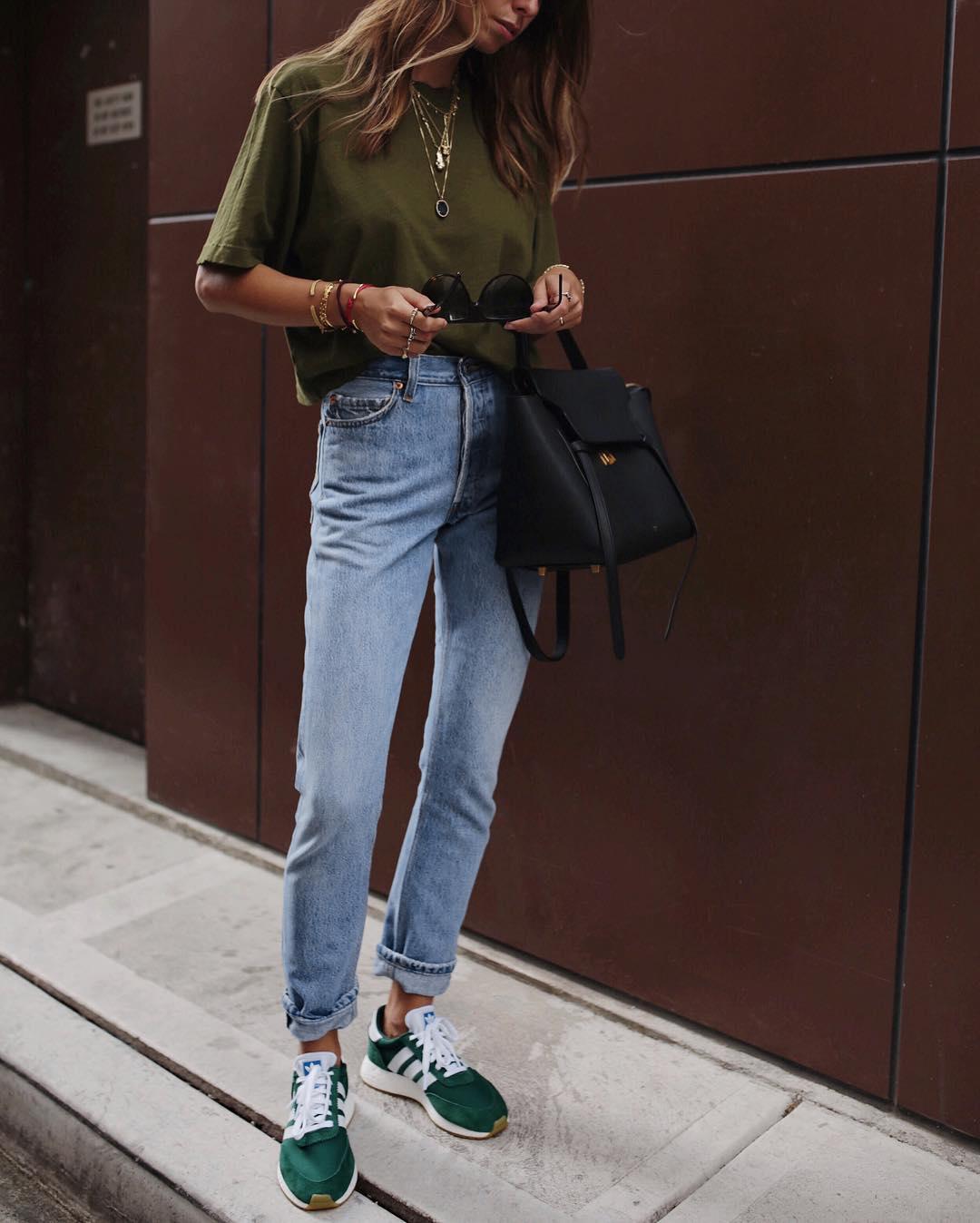 джинсы с кроссовками и кедами фото 2