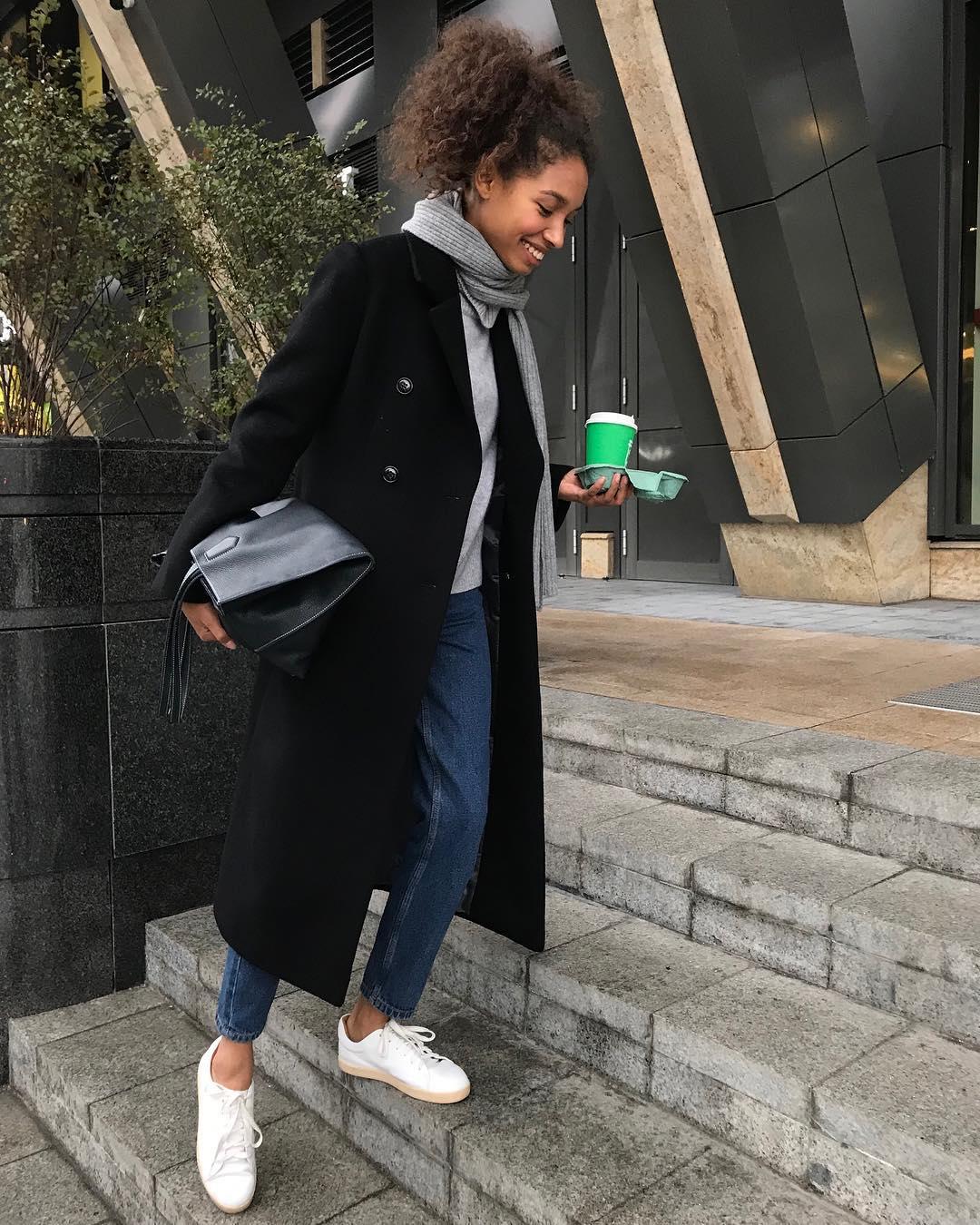 джинсы с кроссовками и кедами фото 17