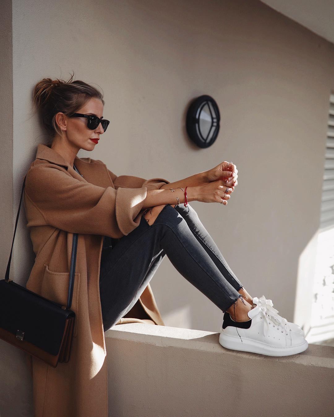 джинсы с кроссовками и кедами фото 14