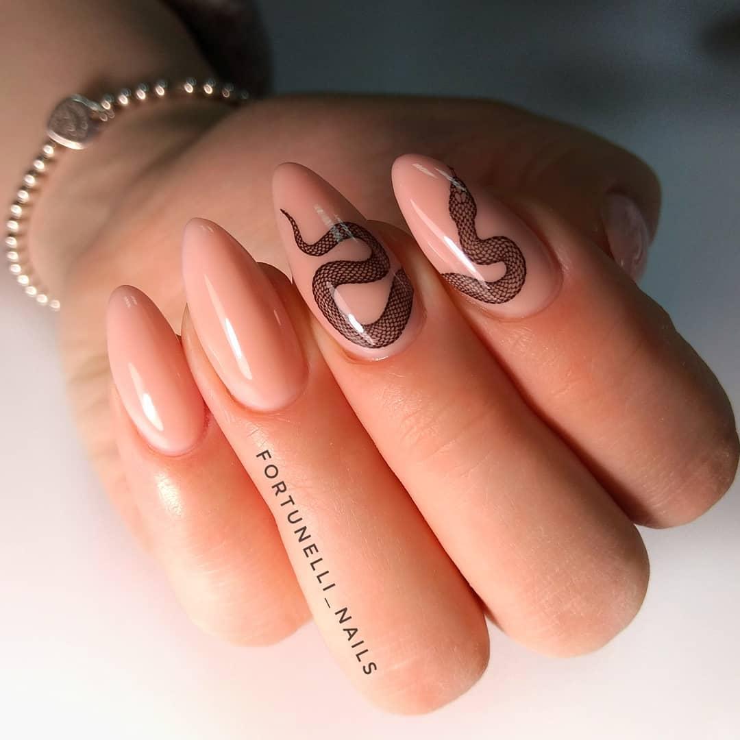 Змеи на ногтях фото_24