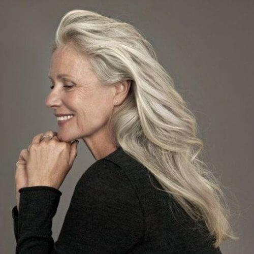 прически для 50-летних женщин фото 11