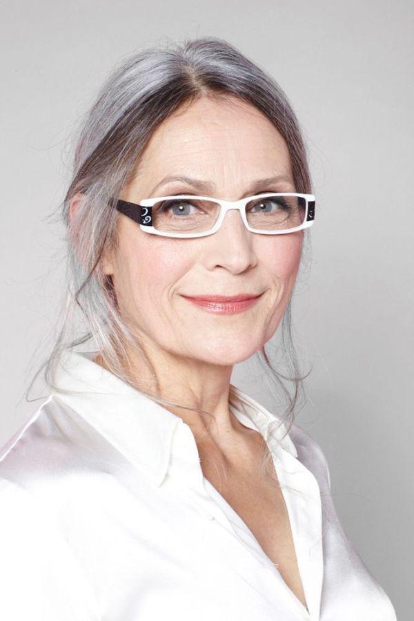 прически для 50-летних женщин фото 14