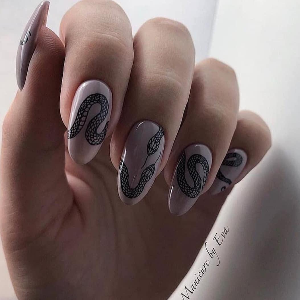 Змеи на ногтях фото_26