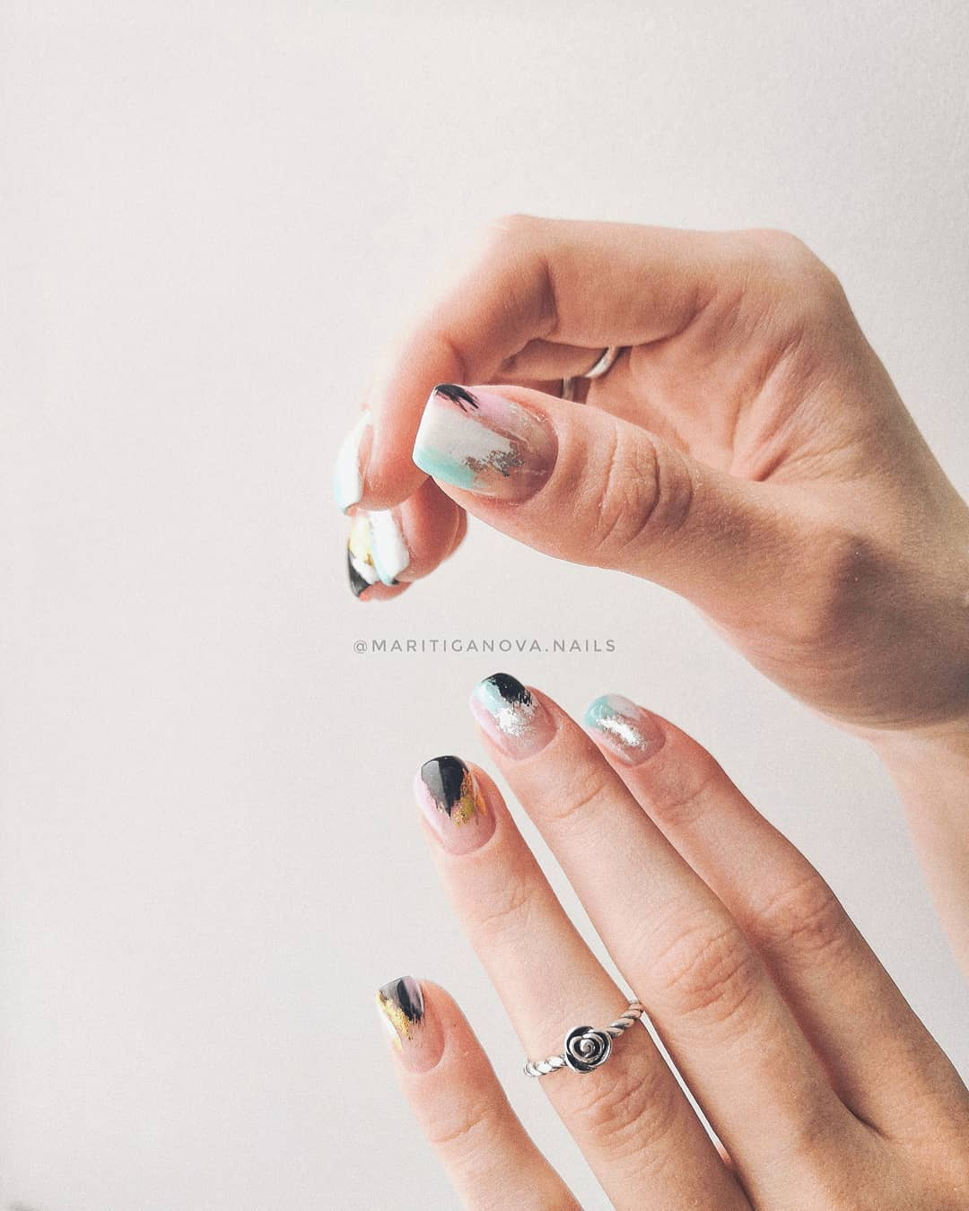 дизайн мазки кистью на ногтях фото_4