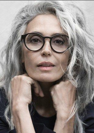 прически для 50-летних женщин фото 16