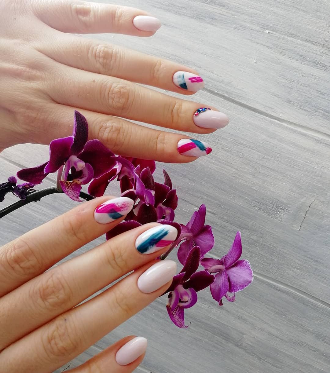 дизайн мазки кистью на ногтях фото_8