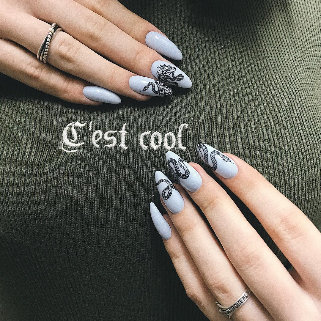 Змеи на ногтях фото_22