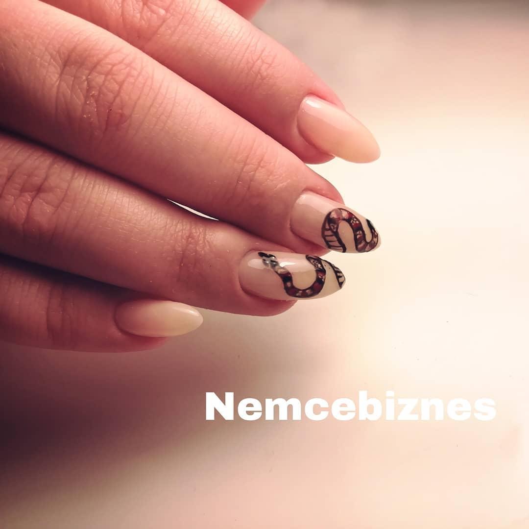 Змеи на ногтях фото_32