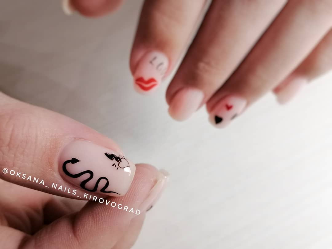 Змеи на ногтях фото_31