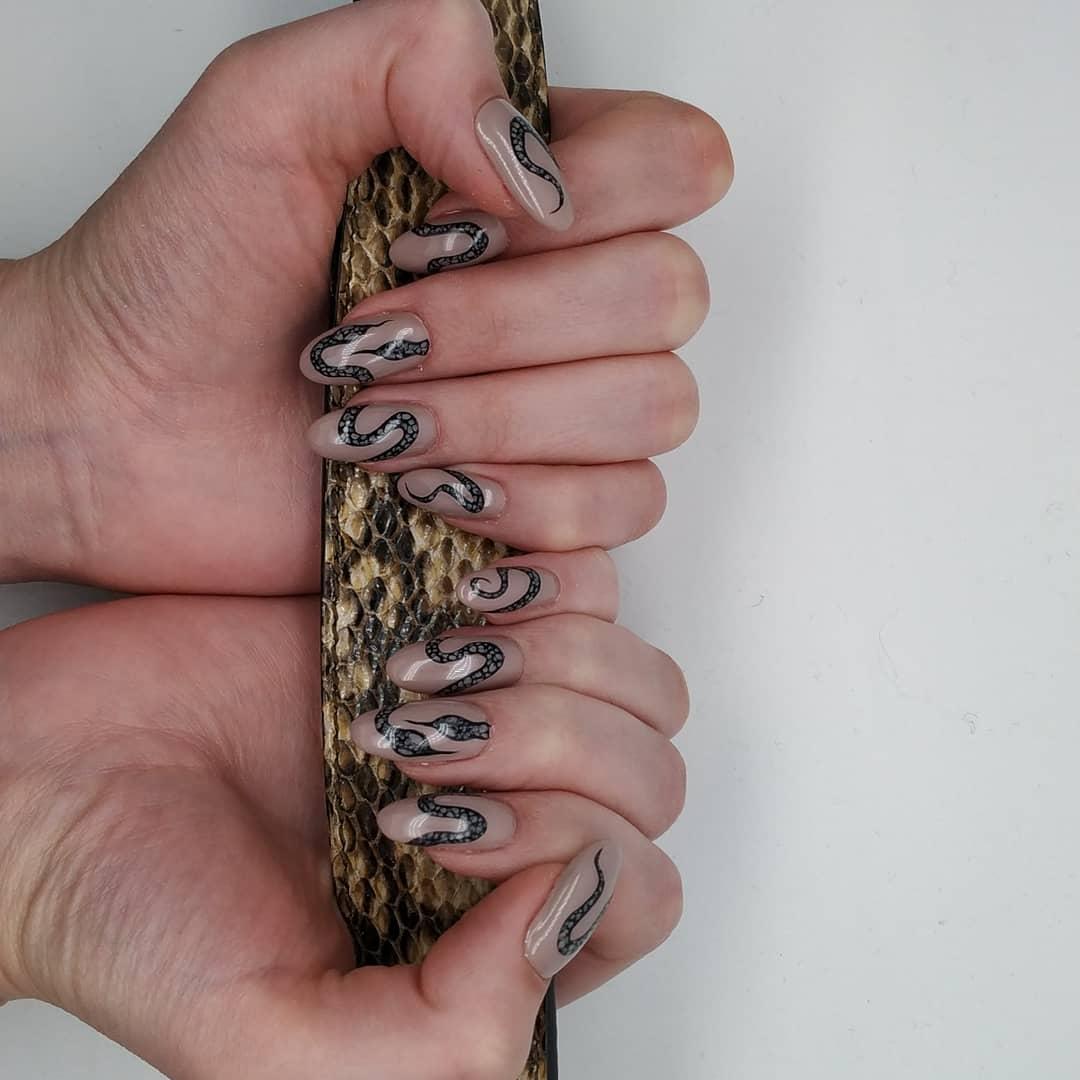 Змеи на ногтях фото_3