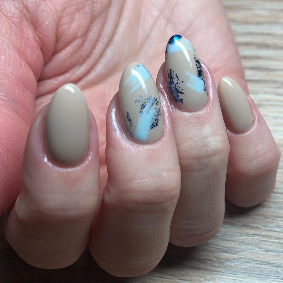 дизайн мазки кистью на ногтях фото_16