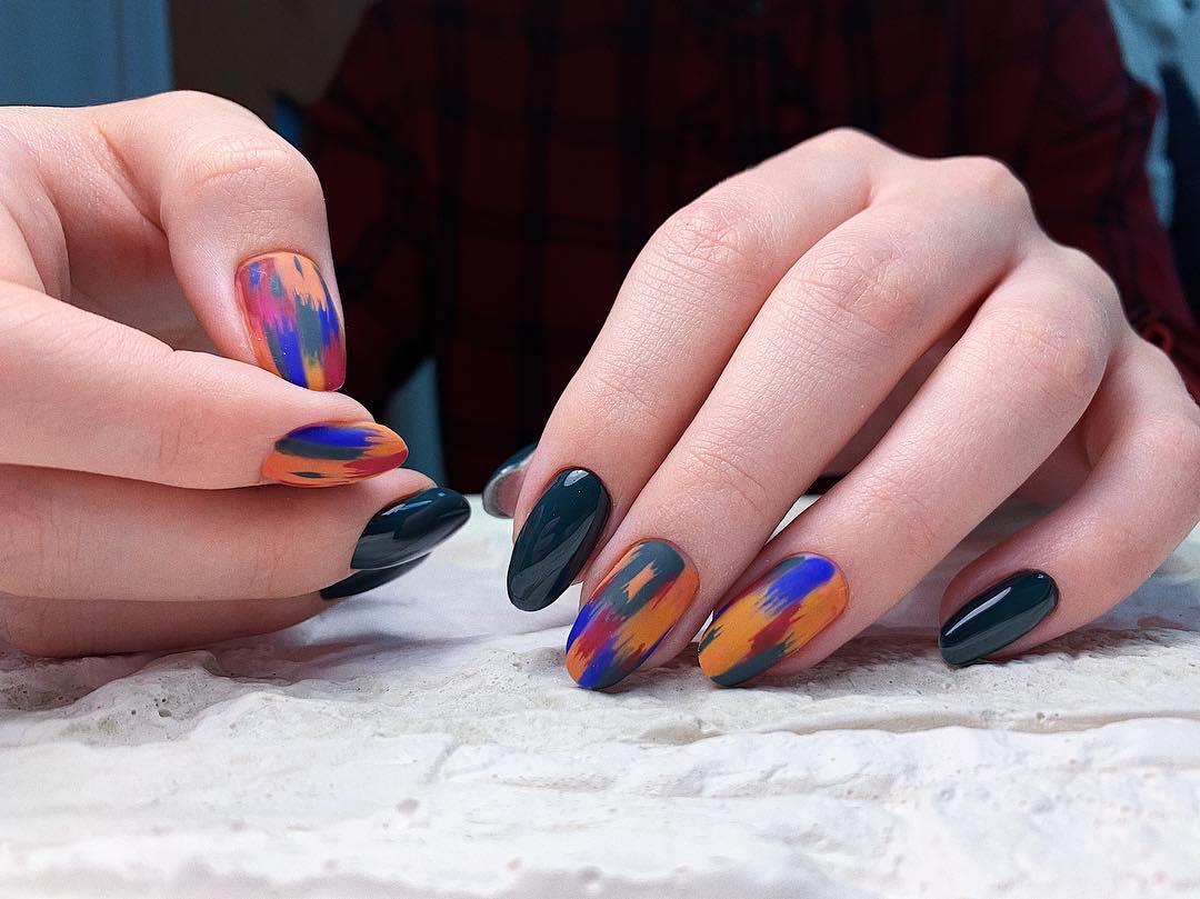 дизайн мазки кистью на ногтях фото_13