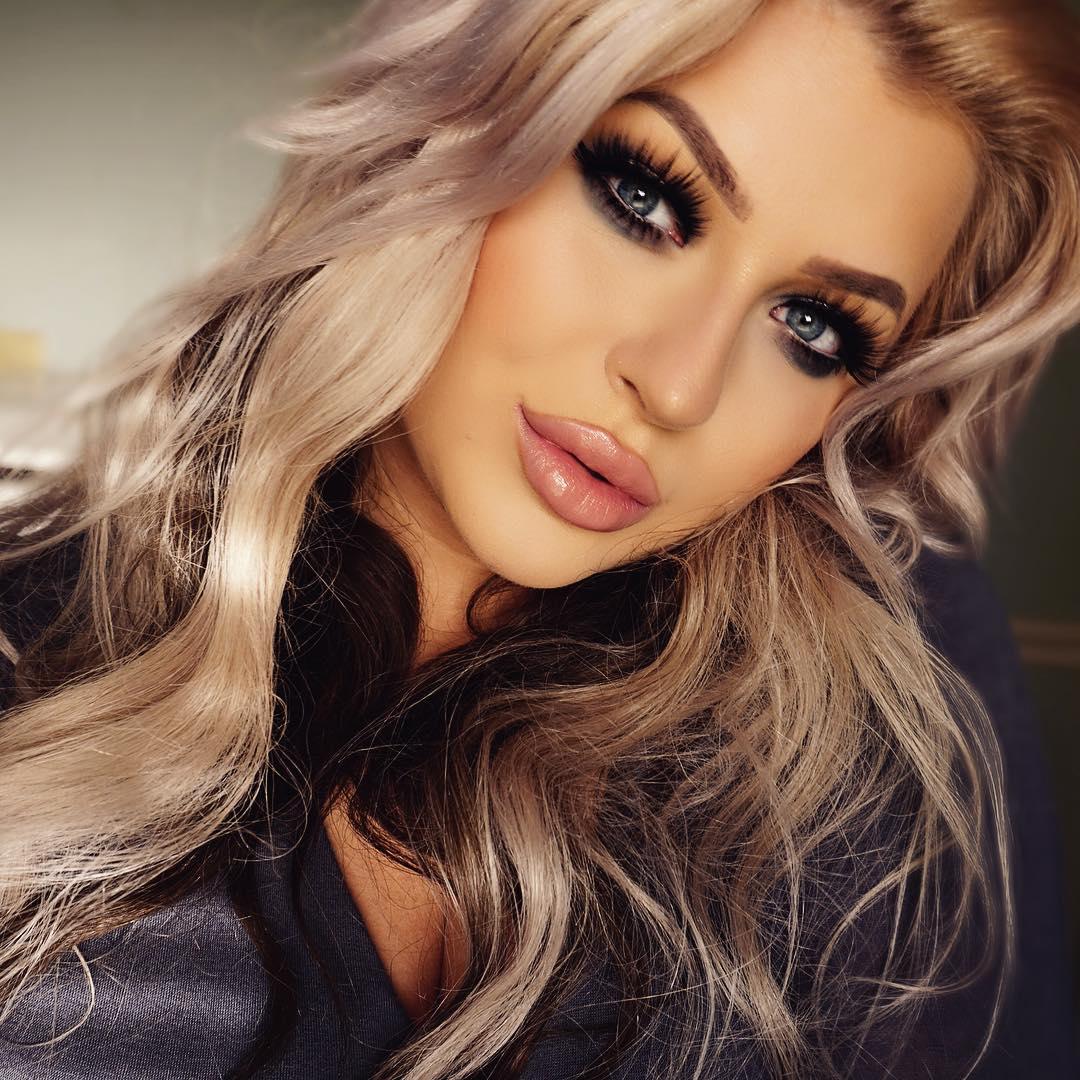 Темный макияж для голубых глаз фото
