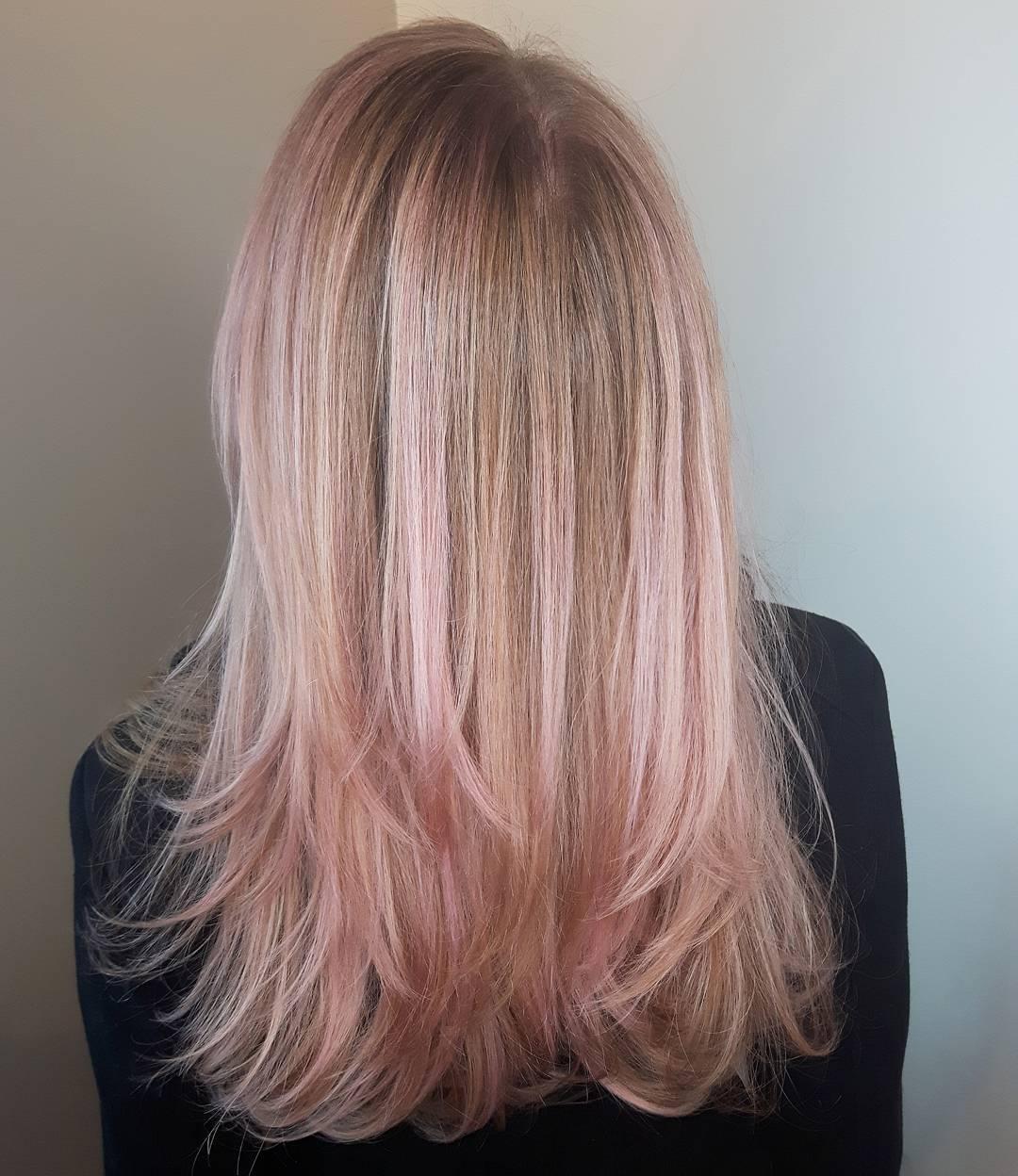 прически с розовыми оттенками фото 10