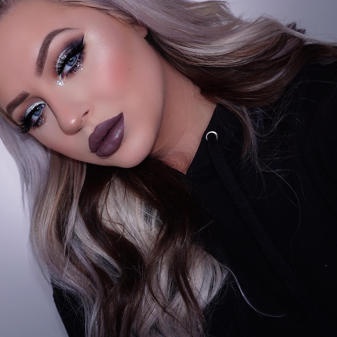 Темный макияж для голубых глаз фото 15