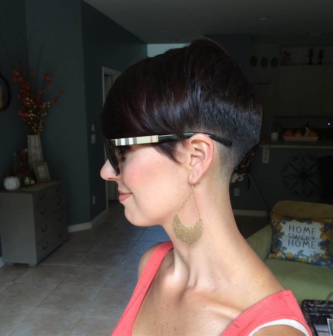 Короткие стрижки для прямых волос фото 12