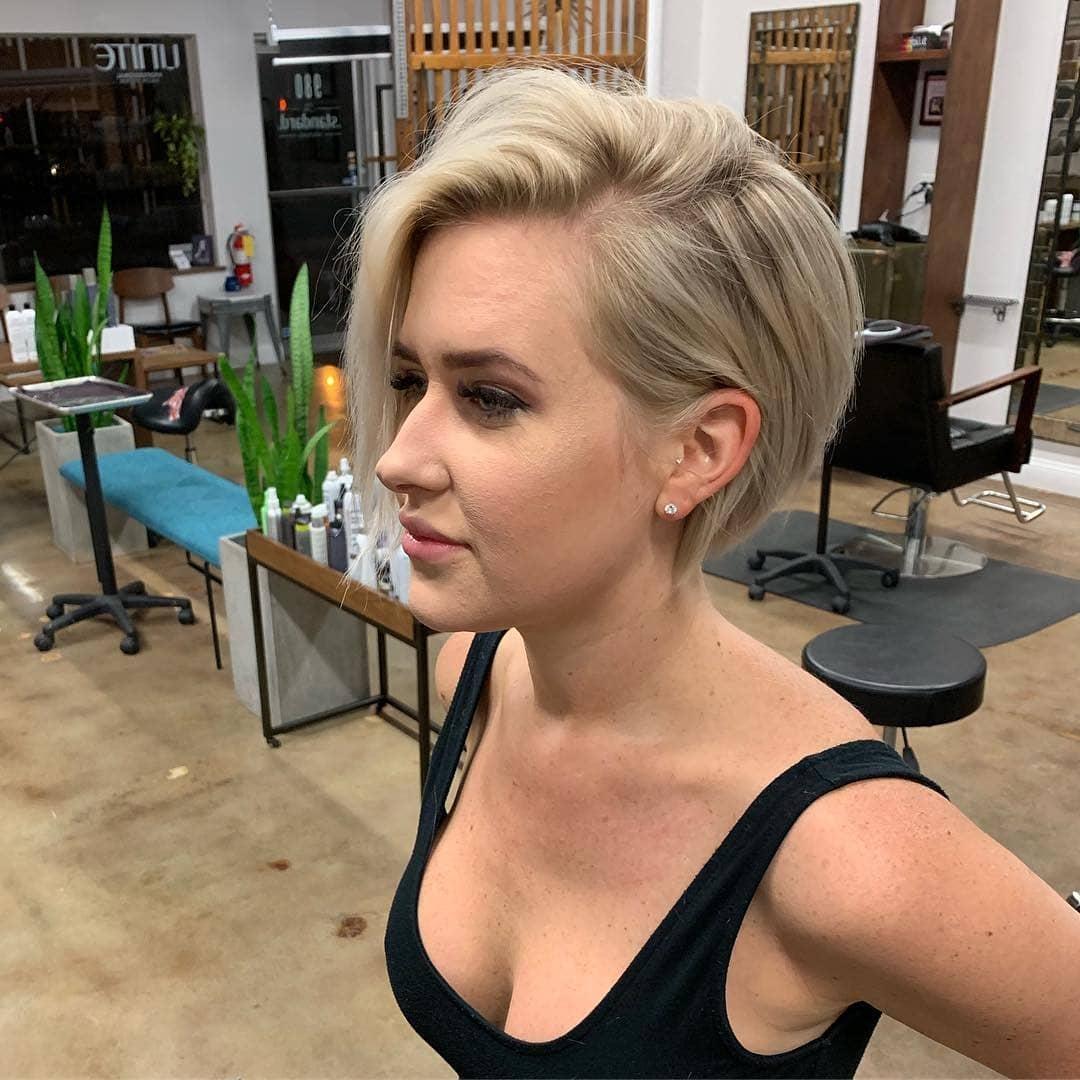 короткие стрижки для густых и прямых волос фото 9