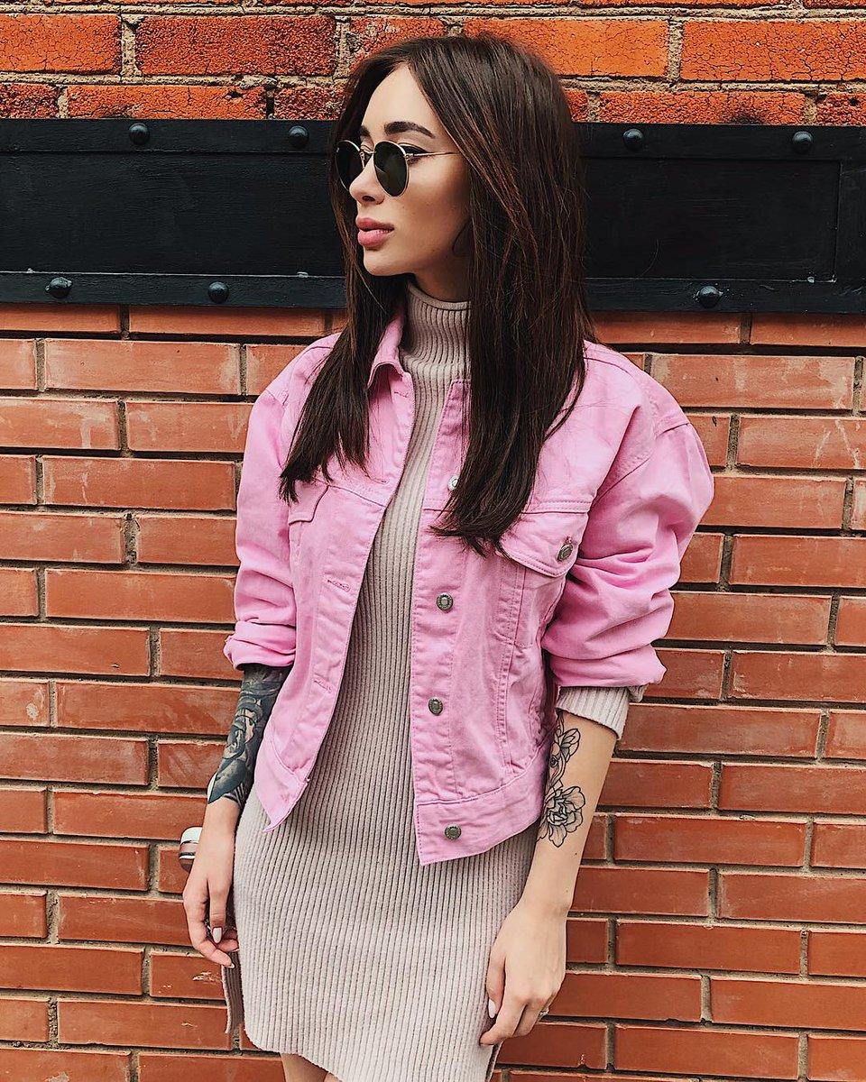 Розовая джинсовая куртка фото 2