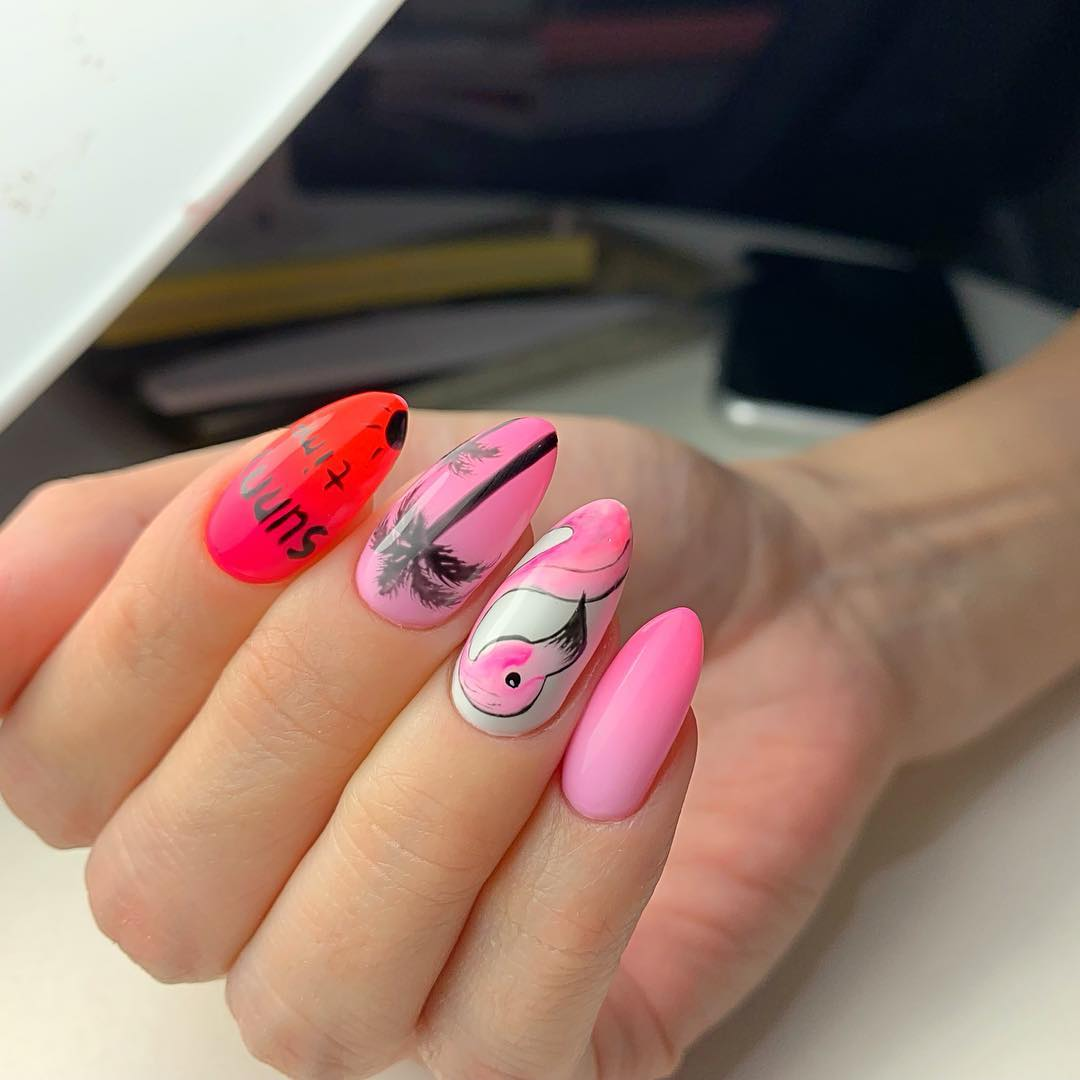 маникюр с фламинго фото_23