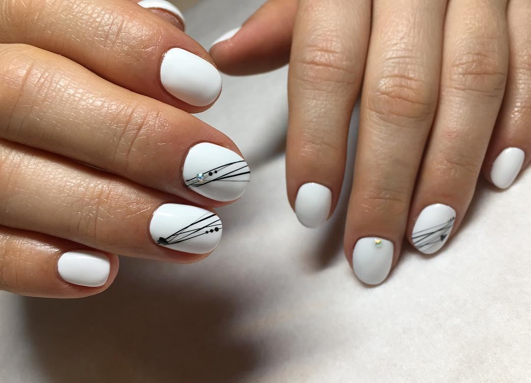 белые короткие ногти 2019_19