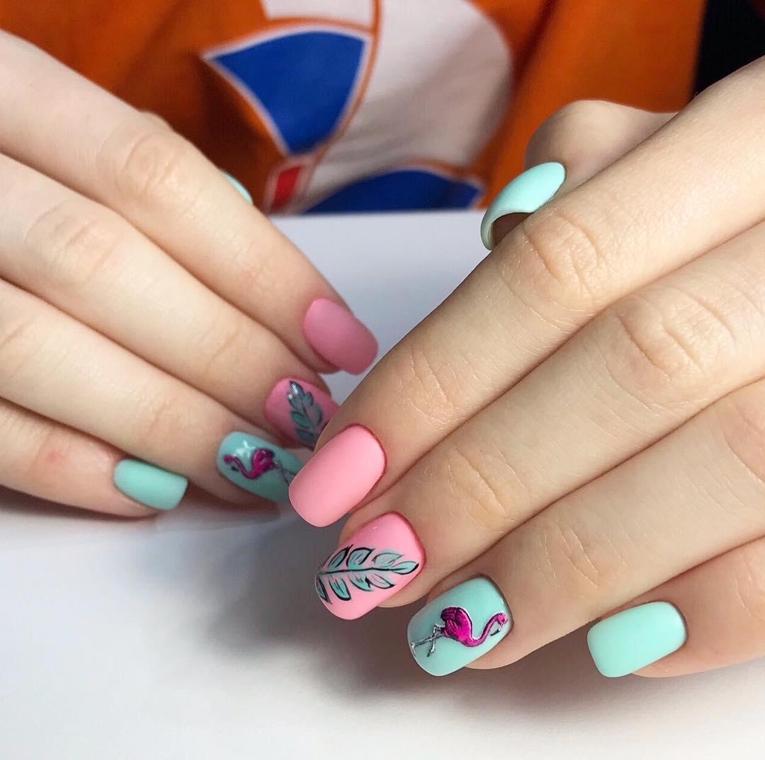 маникюр с фламинго фото_26