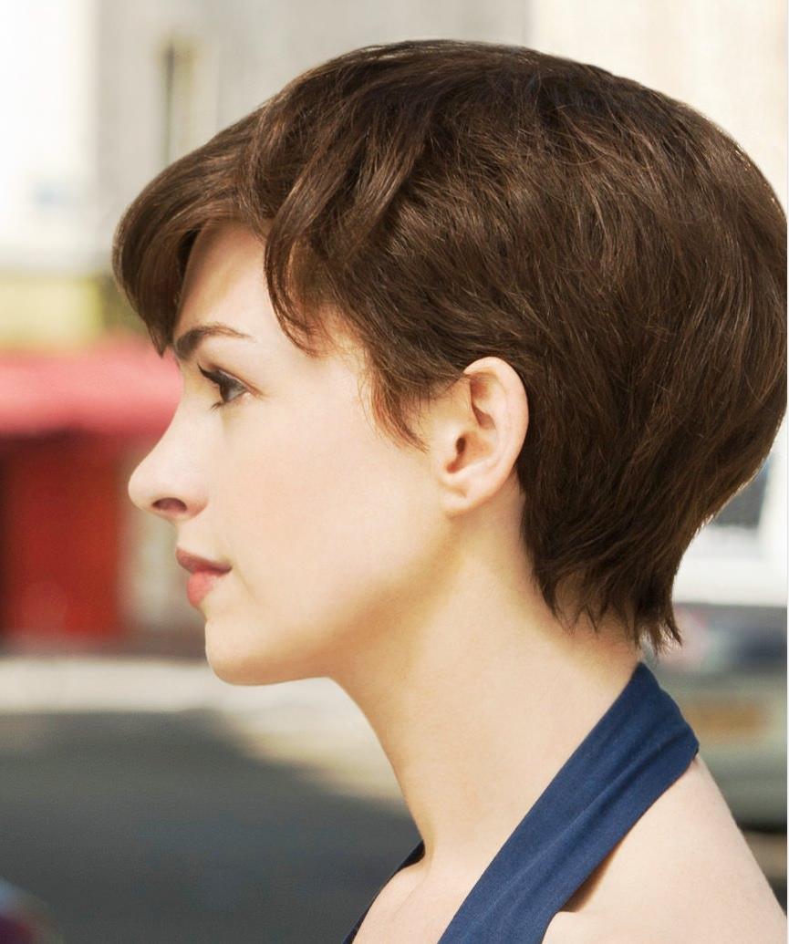 короткие стрижки для густых и прямых волос фото 1