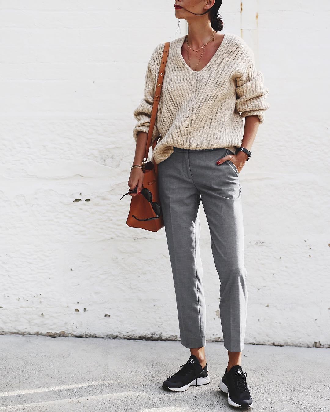 серые брюки фото 1