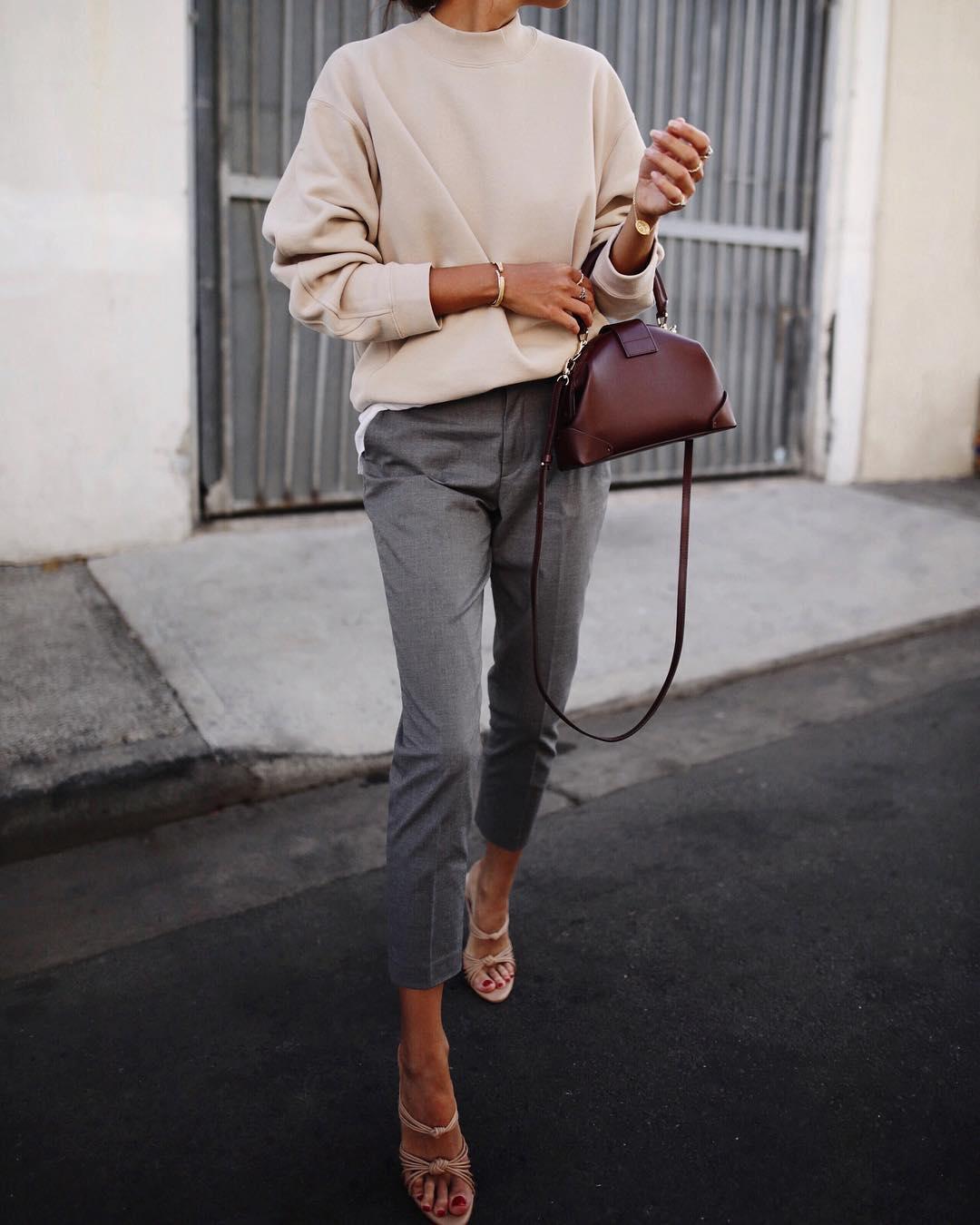 серые брюки фото 3