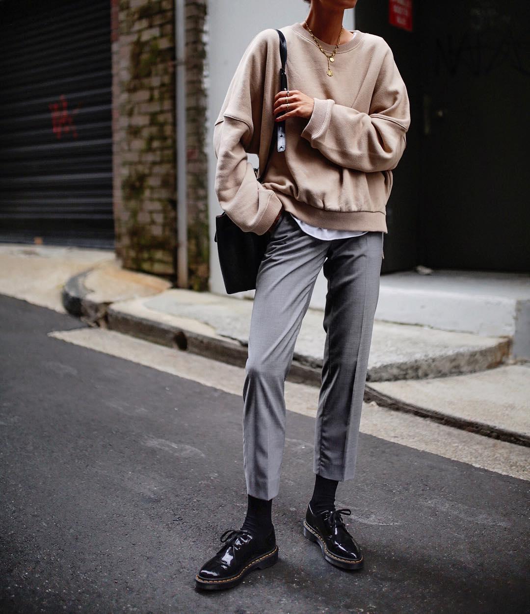 серые брюки фото 5