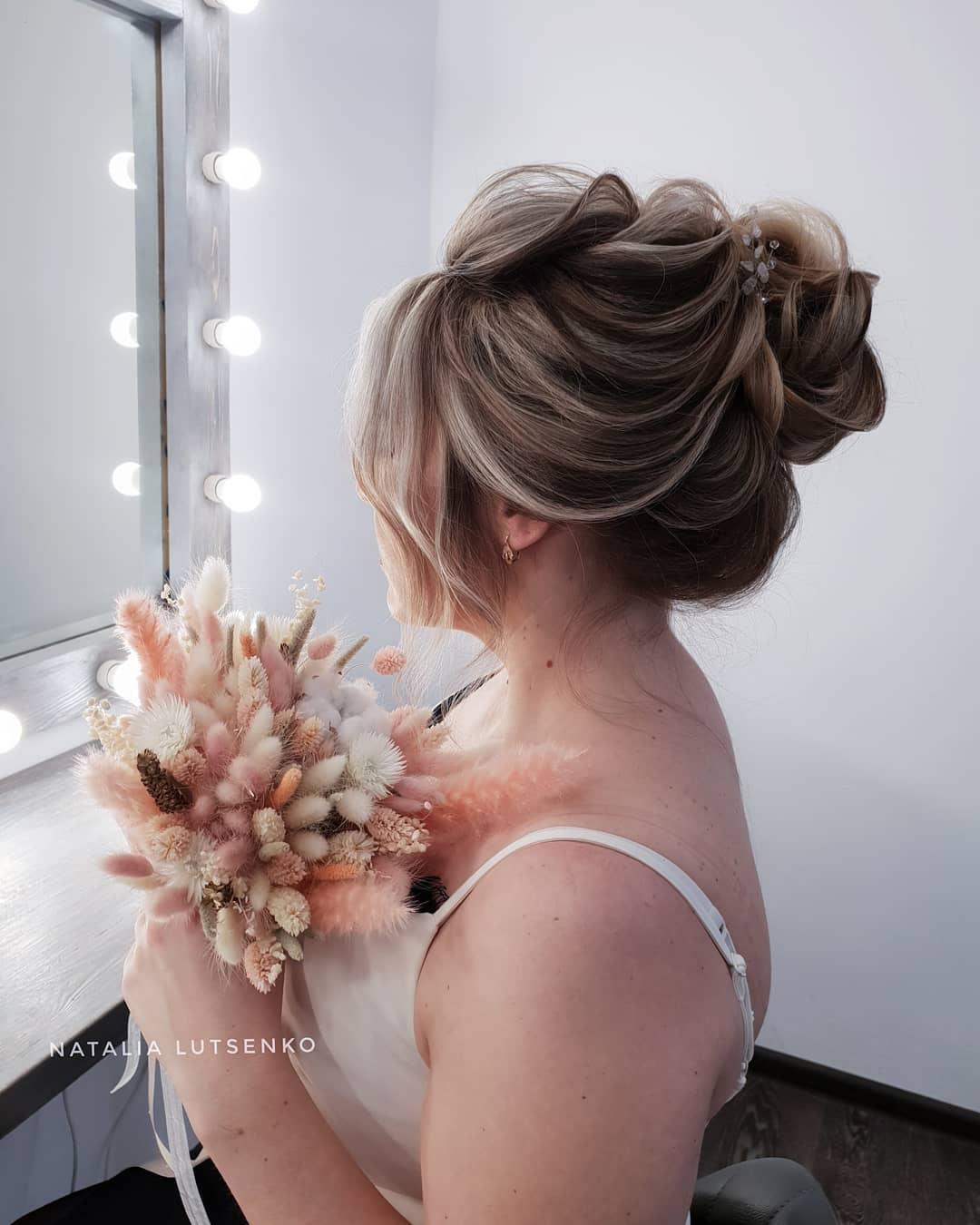 свадебные прически для женщин в возрасте фото 13