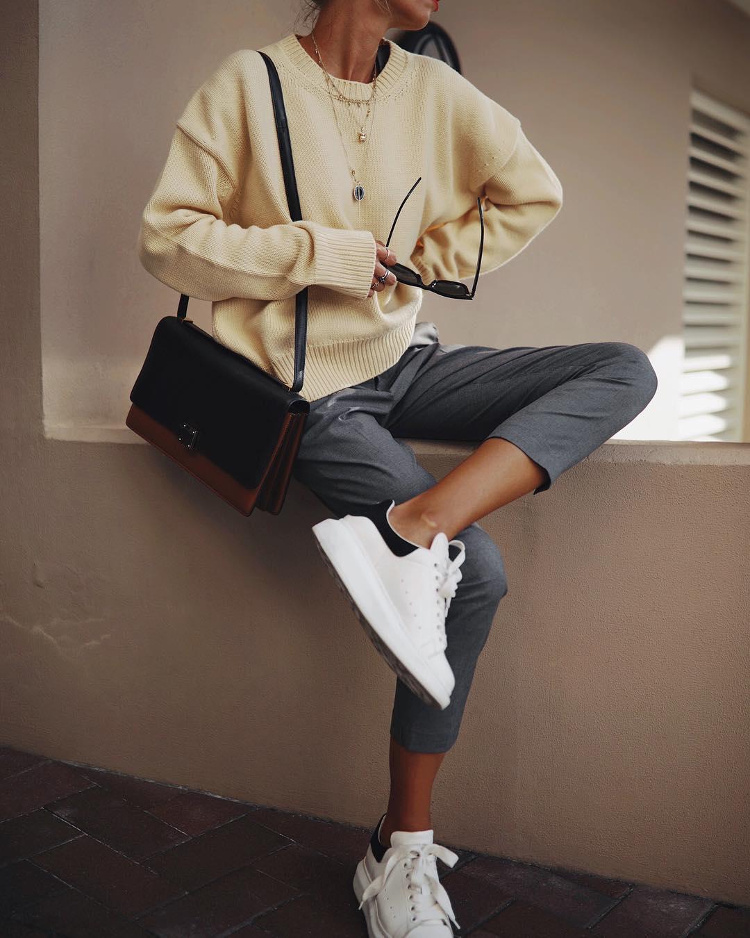 серые брюки фото 8