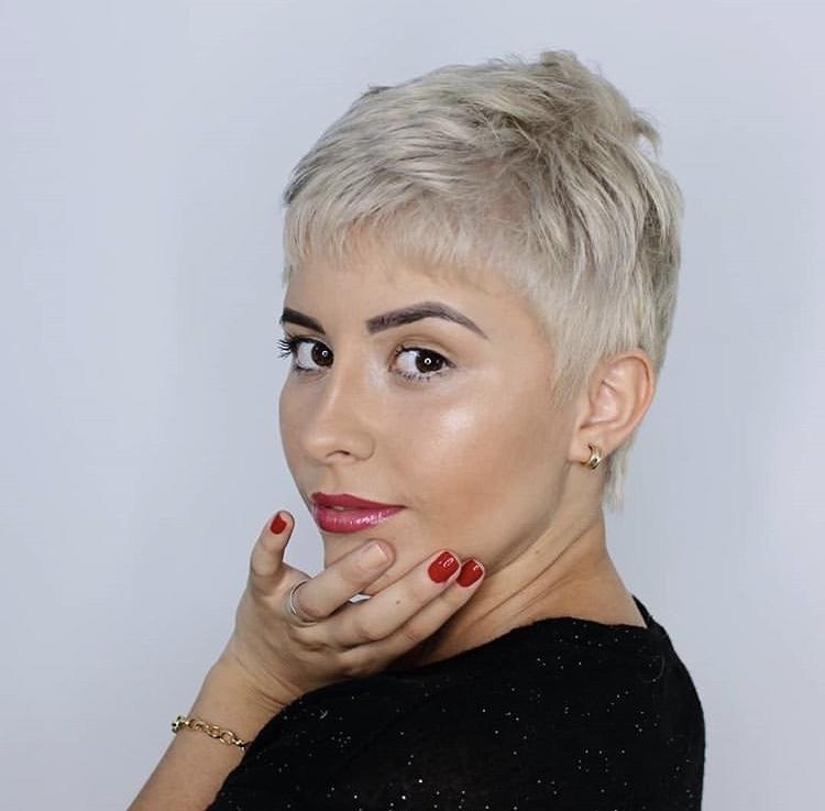 причёски для круглой формы лица фото 13