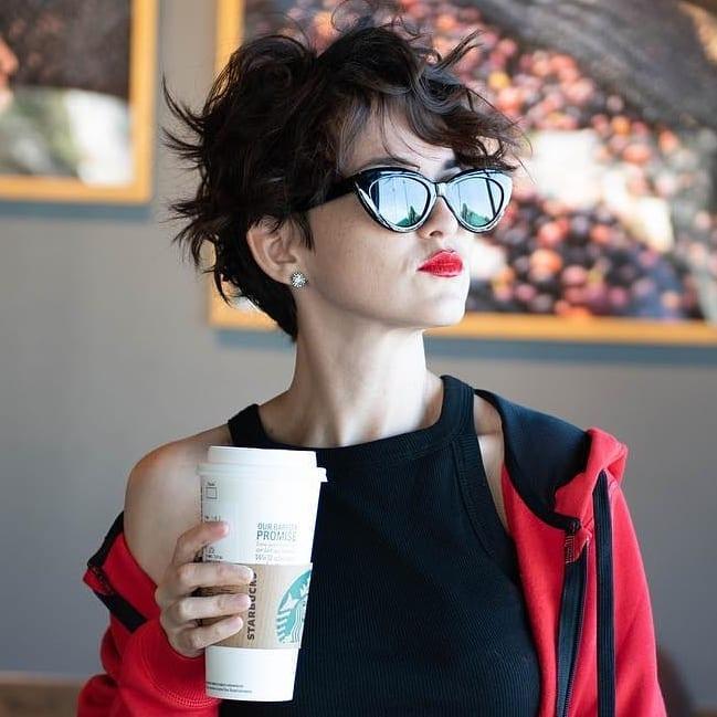 короткие волнистые причёски 2019 фото 12