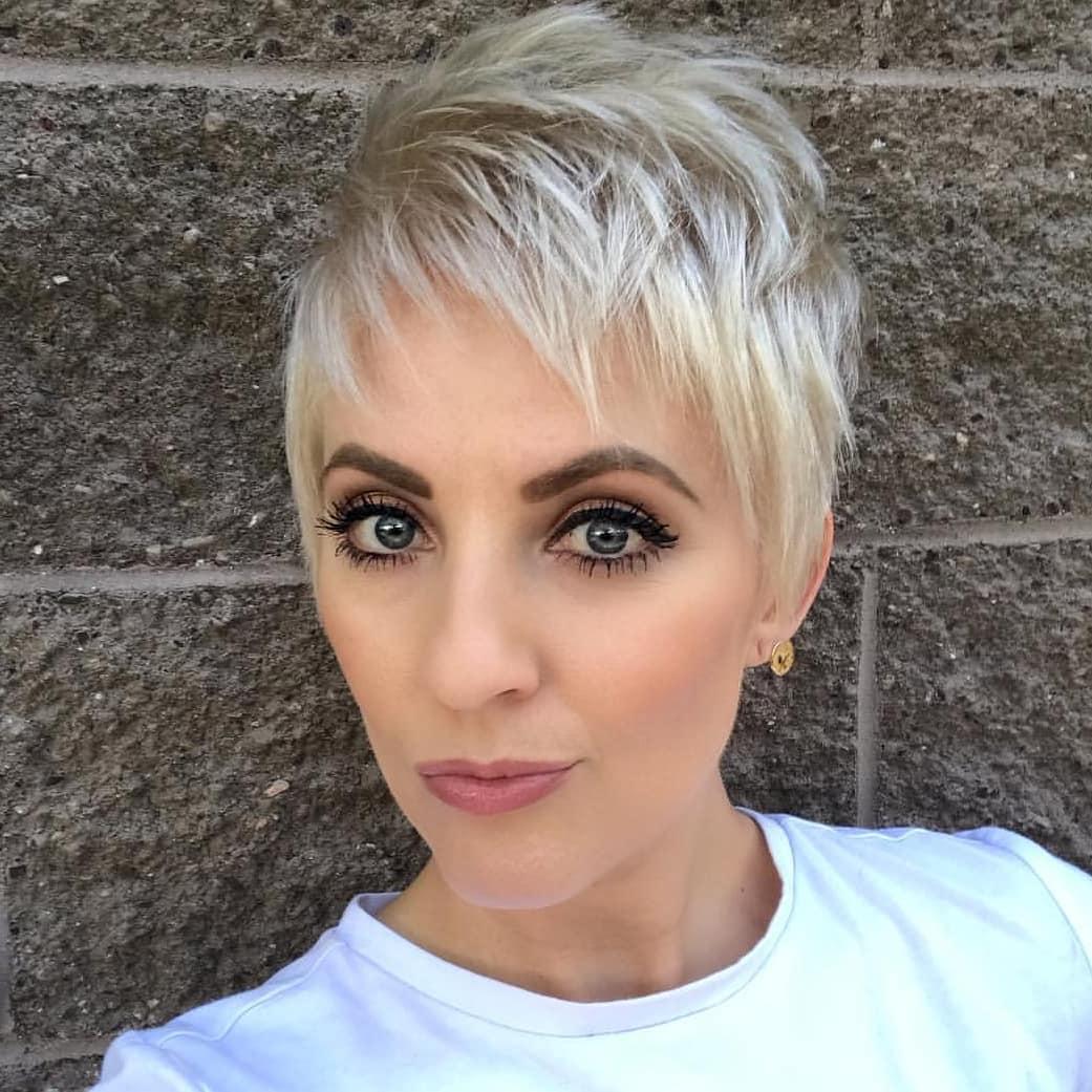 челка 2019 на короткие волосы фото 4