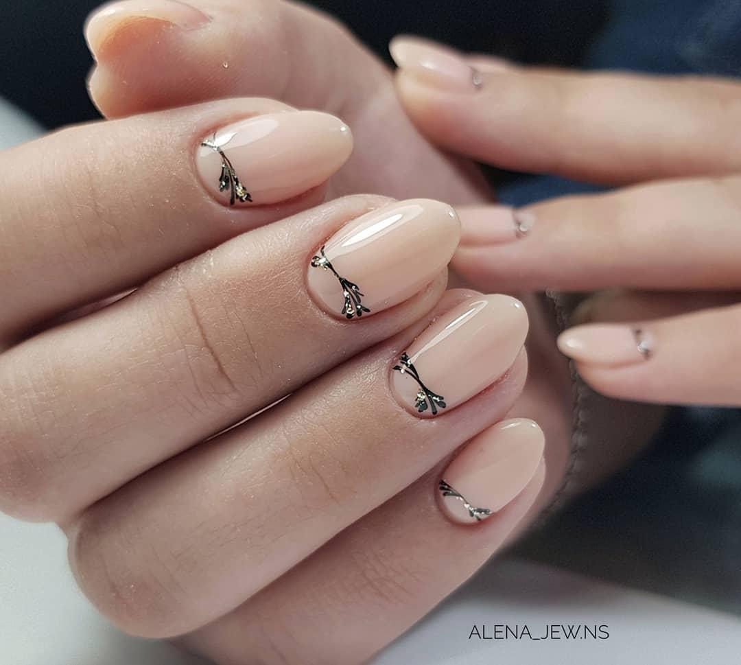 нежный маникюр на короткие ногти 2019 фото_2