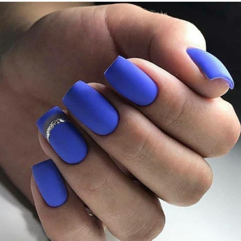 короткие темные ногти_16