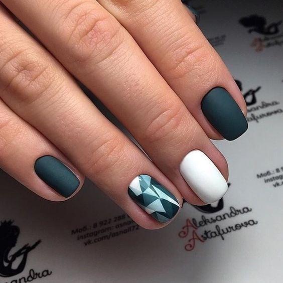 короткие темные ногти_9