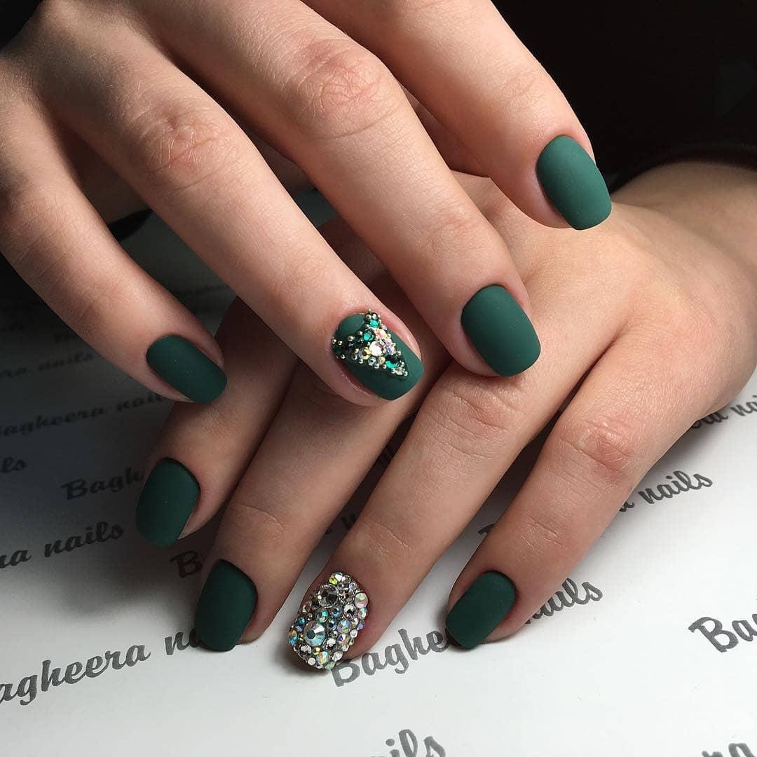 короткие темные ногти_5