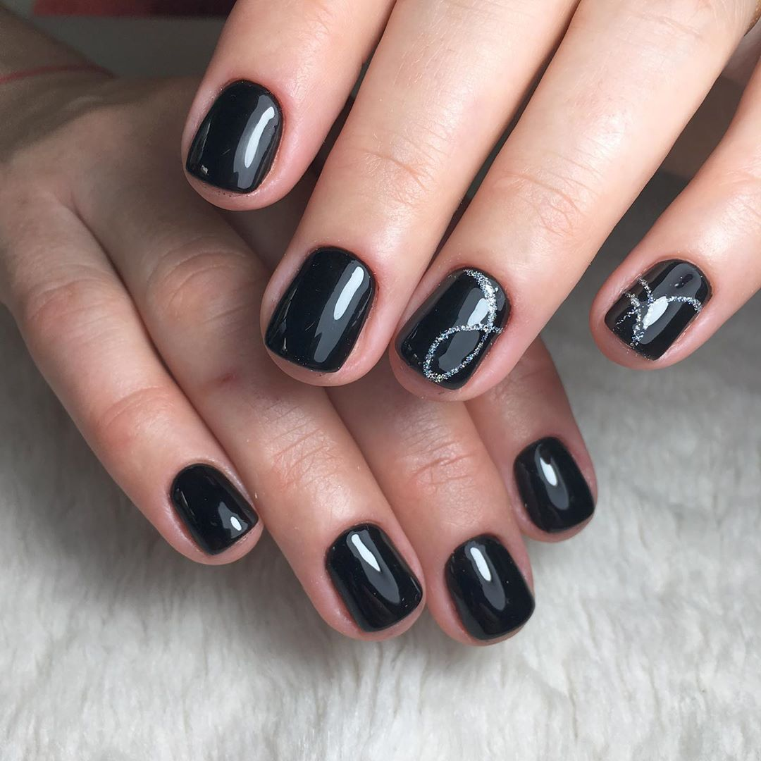 короткие темные ногти_30