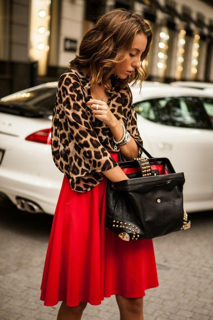Красная юбка с блузой фото 9