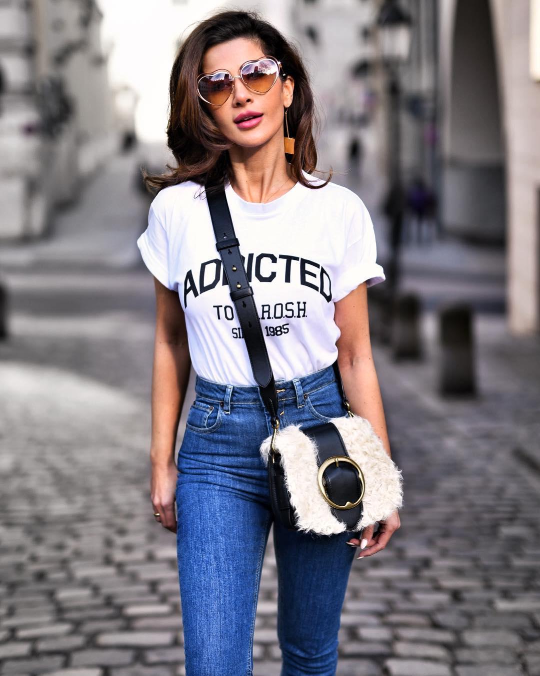Джинсы и белая футболка фото 1